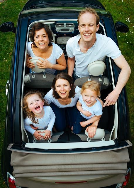 famille-en-voiture