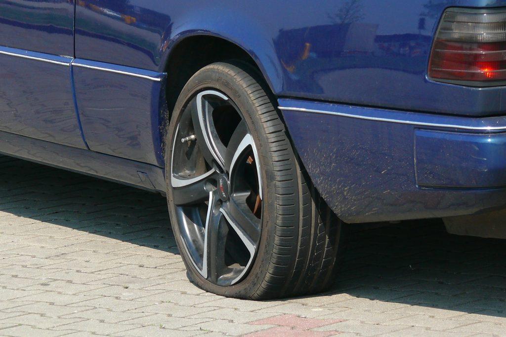 panne-voiture-pneu